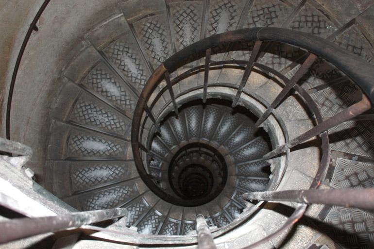 paris arc de triomphe decor spiral stairs