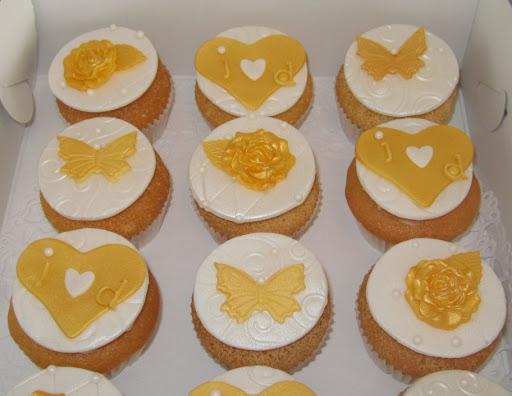 009- huwelijk cupcakes.JPG
