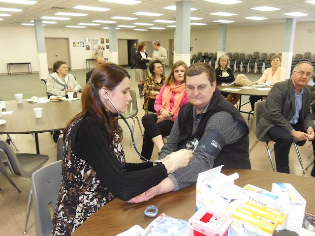 Spotkanie medyczne z Dr. Elizabeth Mikrut przy kawie i pączkach. Zdjęcia B. Kołodyński - SDC13549.JPG