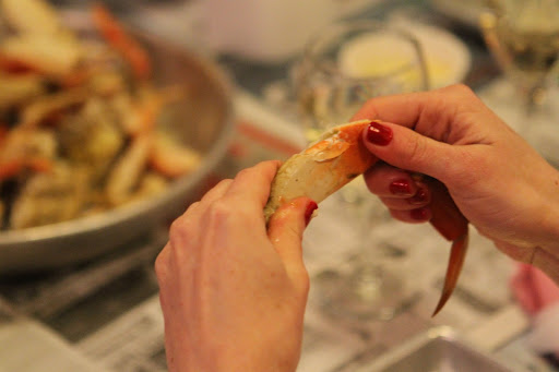 120511,  JB : After the crab leg is cracked properly a little twist will revile the crab meat.Student learn the correct method to crack crab during a crab cracking class by Jon Rowley at Taylor Shellfish Store in Seattle, WA, Monday December 05, 2011.  (Jim Bates / THE SEATTLE TIMES)116947 JB: JON ROWLEY TEACHES A CLASS ON THE PROPER WAY CRACK A CRAB AT TAYLOR SHELLFISH MARKET