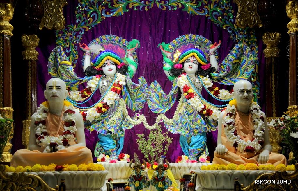 ISKCON Juhu Sringar Deity Darshan on 28th April 2016 (42)