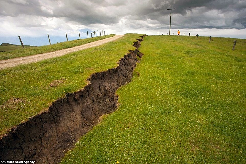 nz-earthquake-wall-3