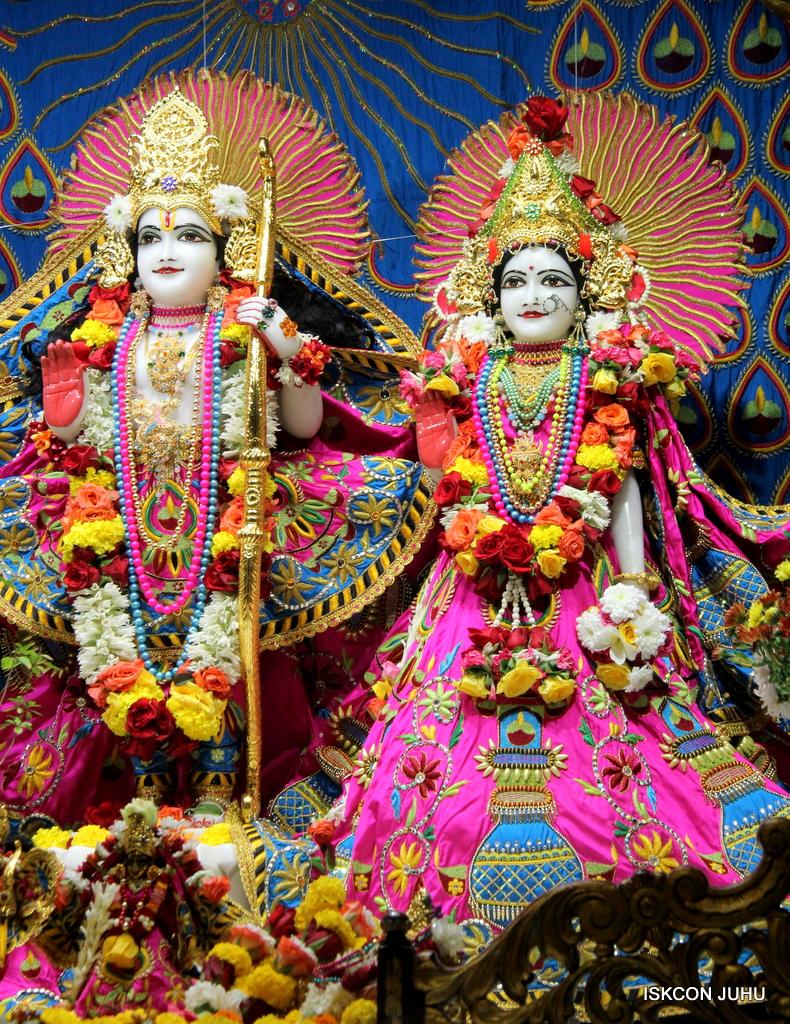 ISKCON Juhu Sringar Deity Darshan on 2nd Oct 2016 (35)