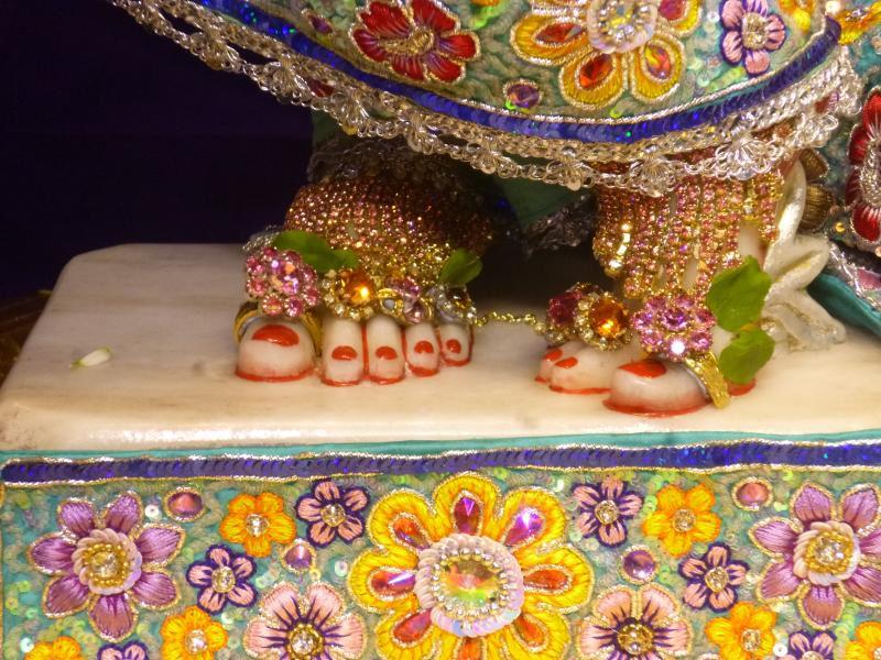 ISKCON Bhaktivedanta Manor Deity Darshan 17 Dec 2015 (13)
