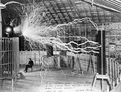 Nikola_Tesla,_with_his_equipment_Wellcome_M0014782.jpg