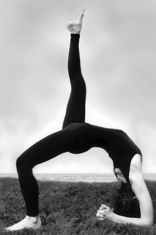 Elaine McGillicuddy Yoga Poses - Eka-Pada-Vipaarita-Dandasana.jpg