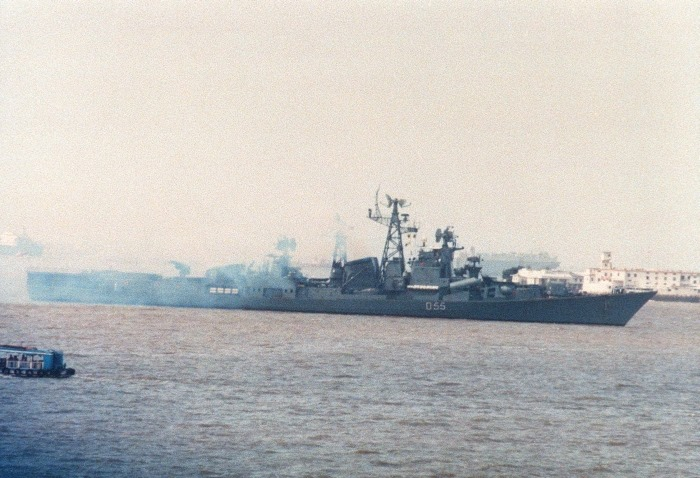 INS Ranvijay - D55 - Guide Missile Destroyer - Indian Navy - 01 - TN