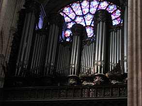 Photo: The organ and the west rosette