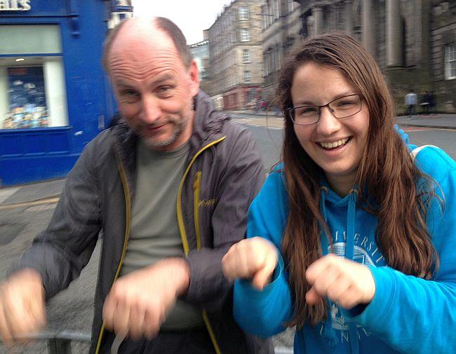 Chris und Miriam simulieren Radln