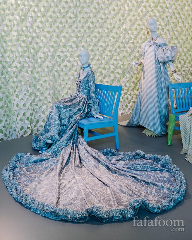 (Left to right) Oscar de la Renta, Custom evening dress, 2006. Evening ensemble: overdress and skirt, Spring/Summer 1999.