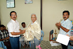 T.N.K.Kumaresh EBST Trustee presenting Shawl to Dr.T.N.Kuppusamy :: Date: Feb 17, 2008, 11:27 AMNumber of Comments on Photo:0View Photo