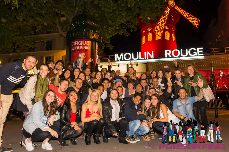 groupe-pubsrfing-in-front-of-moulin-rouge