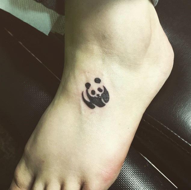 Este pequeno wwf pé da tatuagem