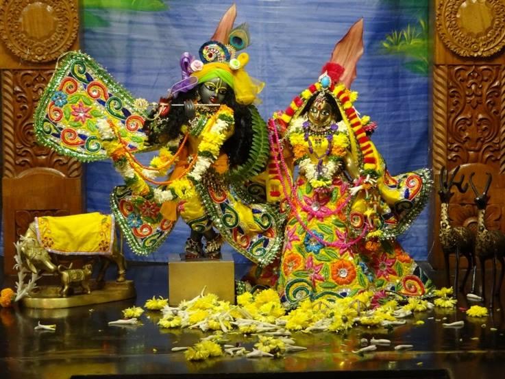 ISKCON Nigdi Deity Darshan 18 Dec 2015 (8)