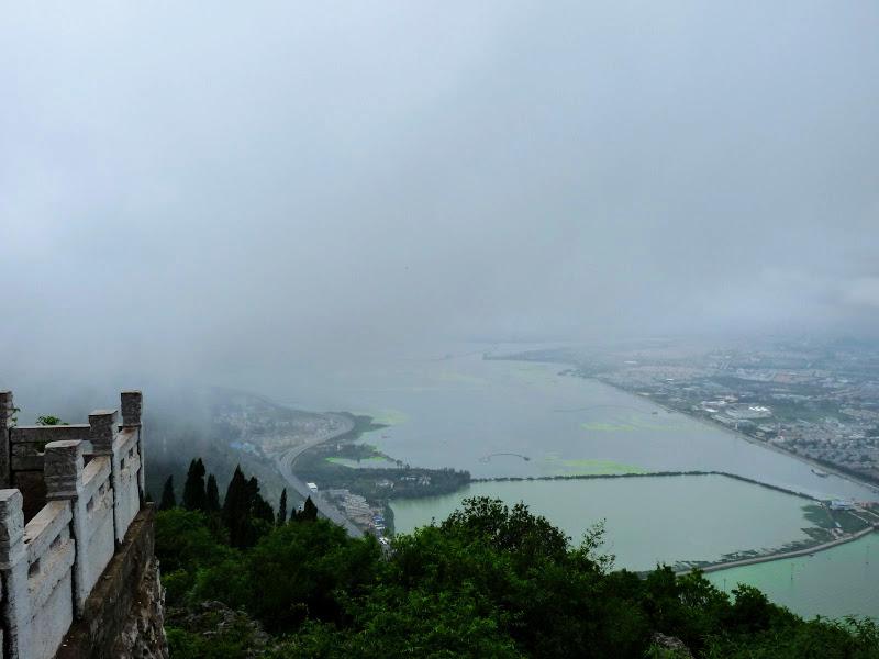 le lac Dian en cours de  dépollution