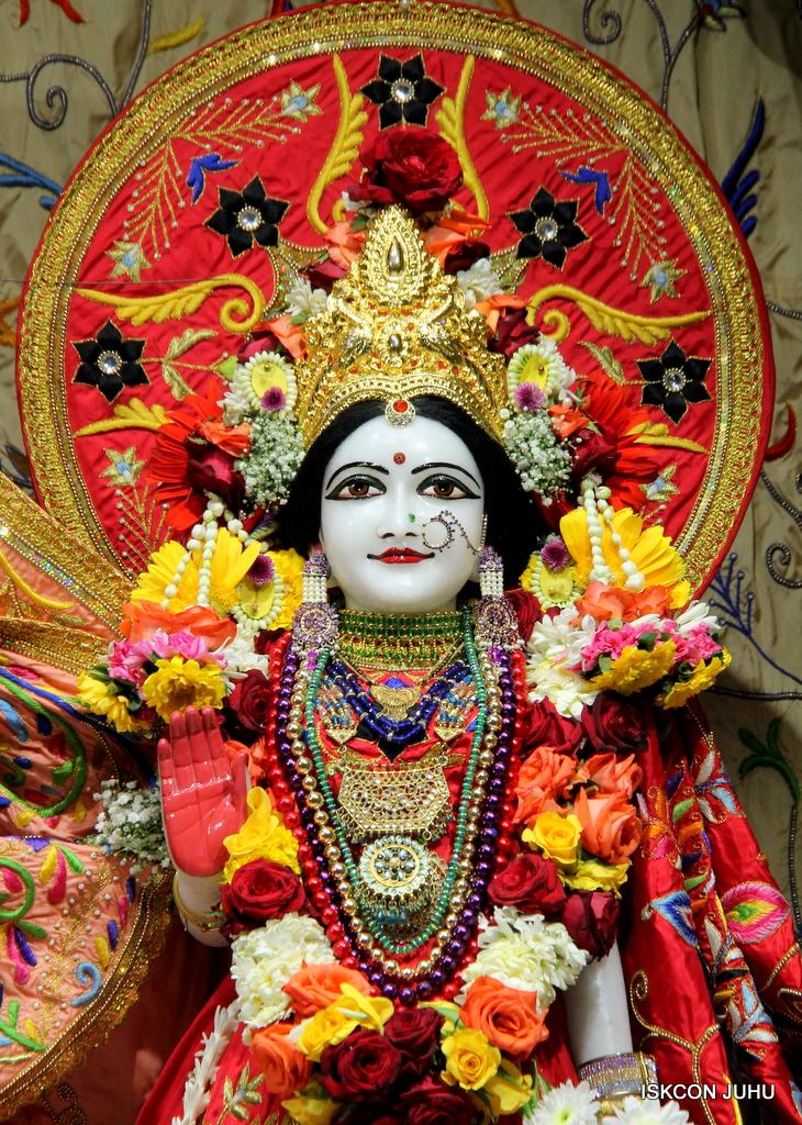 ISKCON Juhu Sringar Deity Drashan on 17th Jan 2017 (47)