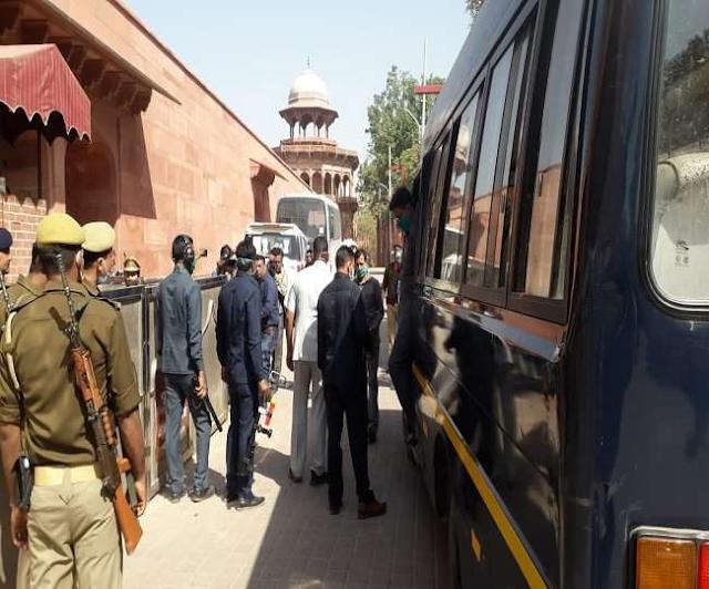 बम की फर्जी सूचना देने वाला फिरोजाबाद से गिरफ्तार, दो घंटा की चेकिंग के बाद खोला गया ताजमहल