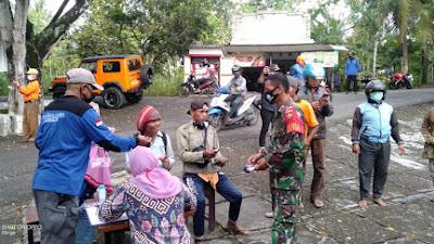Babinsa Koramil 11 Dlingo Operasi Penegakkan Disiplin Protokol Kesehatan di Wilayah Binaan