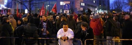 Demonstranten in Köln-Deutz.