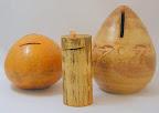 v.l.n.r calabas uit mannilla en bamboe en aardewerk.
