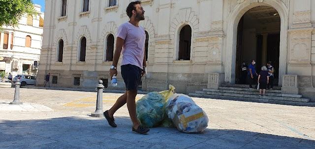 Protesta a Piazza Italia ...