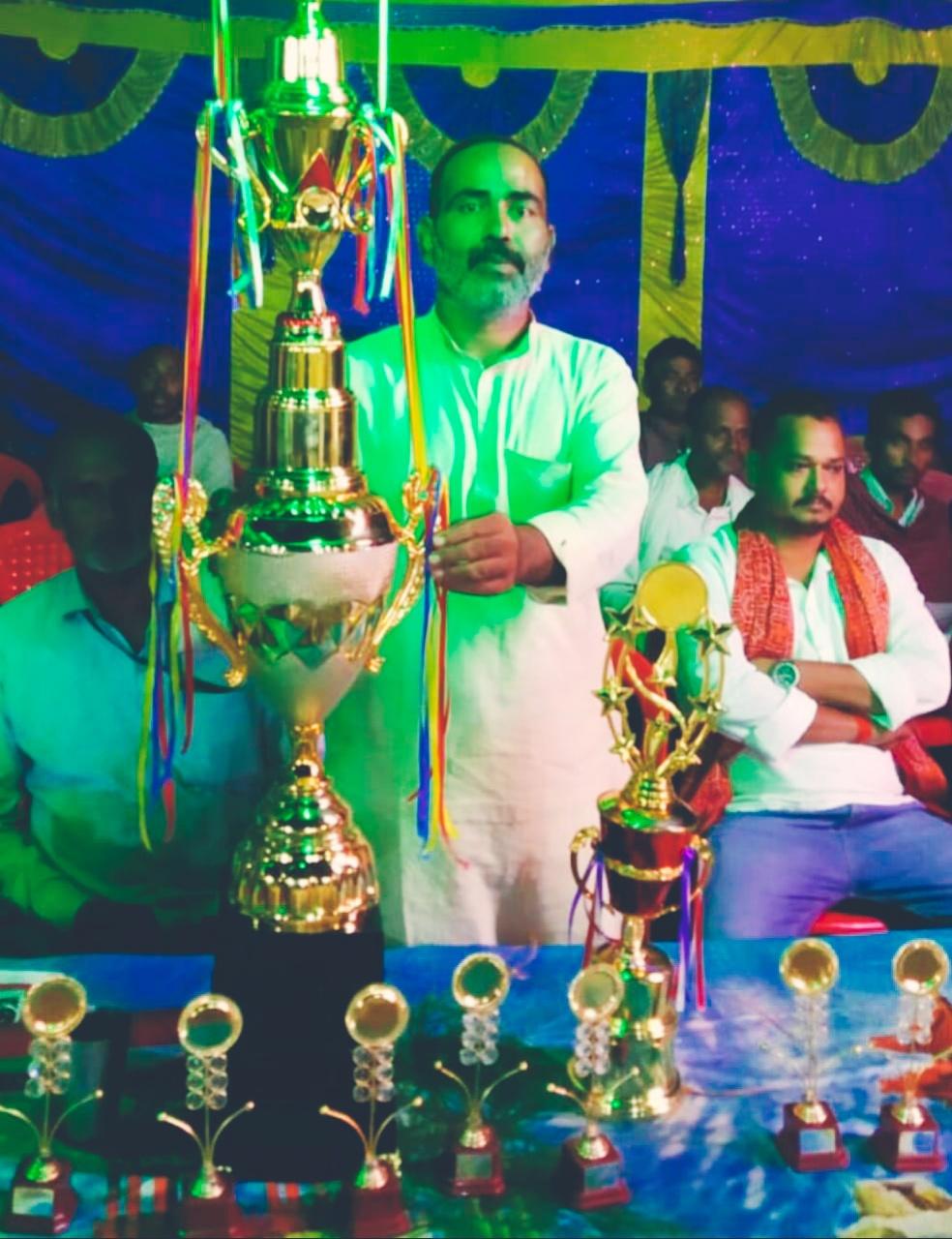क्रिकेट टूर्नामेंट में 16 टीमों ने लिया भाग,दिऊल एकादश को हरा अभिमन्यु एकादश कप पर कब्जा जमाया