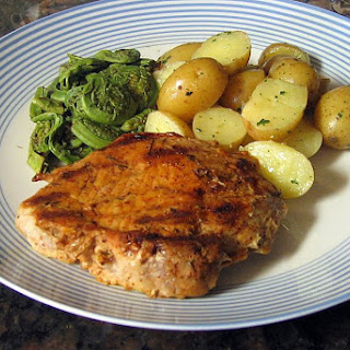 Easy Pan-Grilled Pork Chops With Spicy Rub.