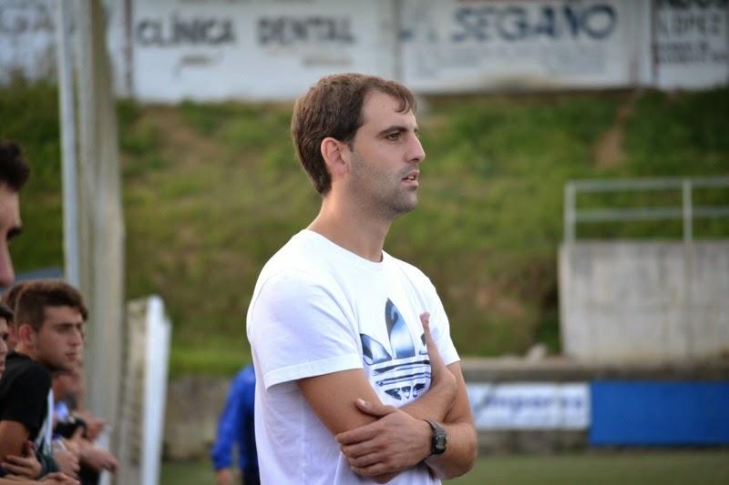ALEX González, adestrador equipo xuvenil Numancia de Ares.