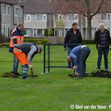 Voetbaldoeltjes geplaatst op grasveld Scheepshellingstraat - Foto's Abel van der Veen