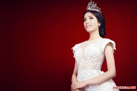 Hoa hậu Kỳ Duyên đẹp rạng ngời trong áo dạ trắng