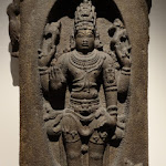Siva Lingodbhavamurti, Siva apparaissant dans le linga de feu. Tamil Nadu. Epoque cola, 12e - 13e s. Basalte. MG 17472.