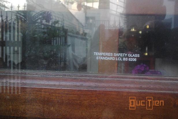 cửa kính gỗ, mẫu cửa gỗ kính