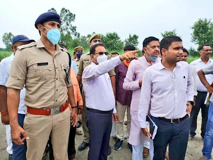 जिलाधिकारी/पुलिस अधीक्षक गोंडा ने बाढ़ प्रभावित क्षेत्र का भ्रमण कर स्थिति का लिया जायजा, प्रधानमंत्री गरीब कल्याण अन्न योजना के अंतर्गत अनाज भी वितरित किया