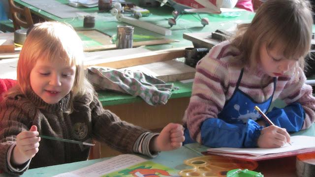 Подготовка до конкурсу дитячого малюнку «Світ без насильства очима дітей» - 30 ноября 2012г. - IMG_2991.JPG