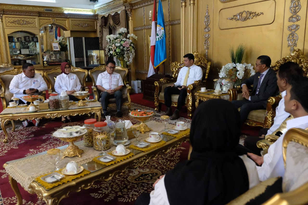 Adnan Purichta Ichsan Bersama Puluhan Anggotanya Temui Gubernur Sulsel, Ada Apa?