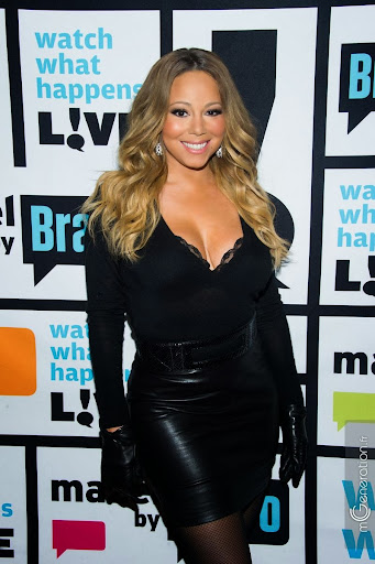 Mariah_Carey_leather_skirt_boots_gloves_02.jpg