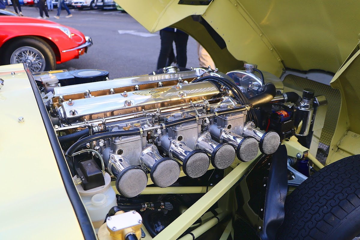 1964 Jaguar E-Type 3.8 Engine Bay.jpg