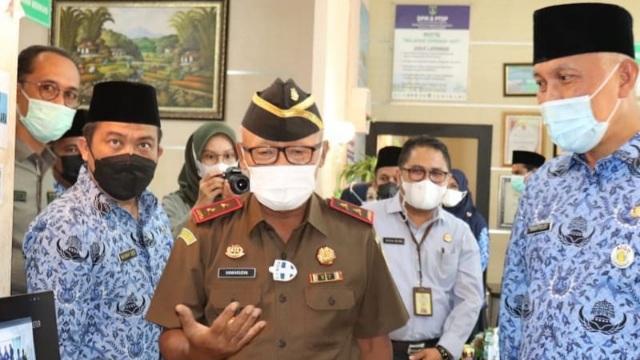 Gubernur Sumbar Resmikan Ruang Layanan Konsultasi Pelayanan Hukum di DPMPTSP