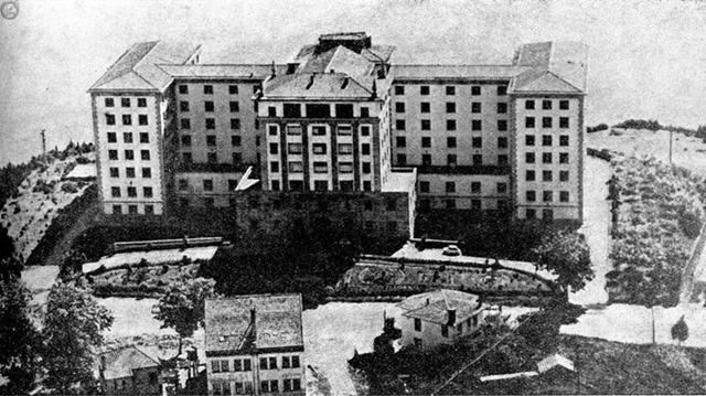Residencia sanitaria Juan Canalejo.