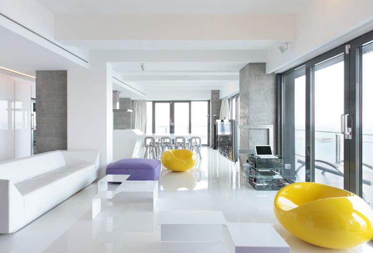 Không gian trắng và những ô kính màu