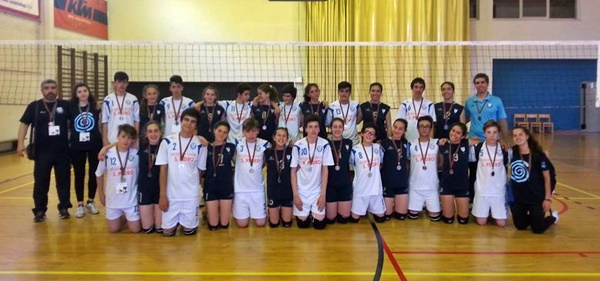 Iniciados de Voleibol do Agrupamento de Escolas Latino Coelho sagram-se vice-campeões regionais do Norte