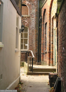 From the slope down to the river, down the alleyway, a glimpse of the engine house (Oct 2010)