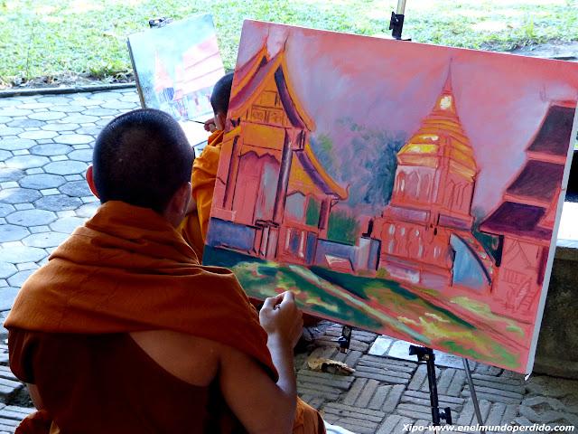 monjes-pintando-cuadros.JPG
