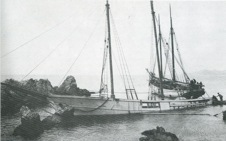 Roques de Bullens, en Canyelles. Naufragio del NUEVO LAREÑO. Del libro La Gent de Mar a Lloret.jpg