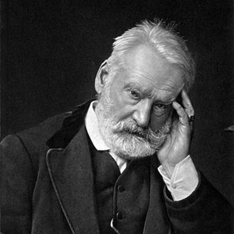 L'eccessivo e l'immenso, la grandezza e l'universalità sono il dominio naturale di Victor Hugo.