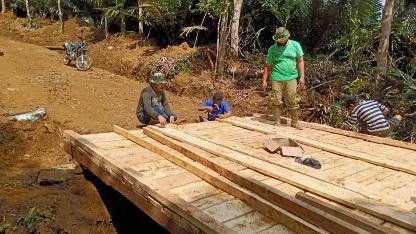 Selalu Koordinasi, Giat Pembangunan Jembatan Kelima  Jalan Baru 6,4 km di TMMD Kodim Tapsel