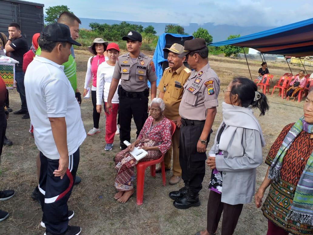 Kunker Ke Samosir, Wakapolda Sumut Berikan Tali Asih Kepada Masyarakat Tiga Desa