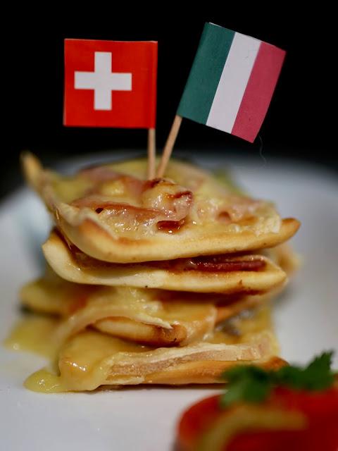 Mit Etwas Mut Und Viel Gutem Schweizer Kase Mini Pizzen Vom Raclette