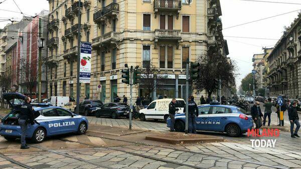 Milano piazza Ascoli, colpo in banca: rapinatori entrati da fogne in fuga col bottino
