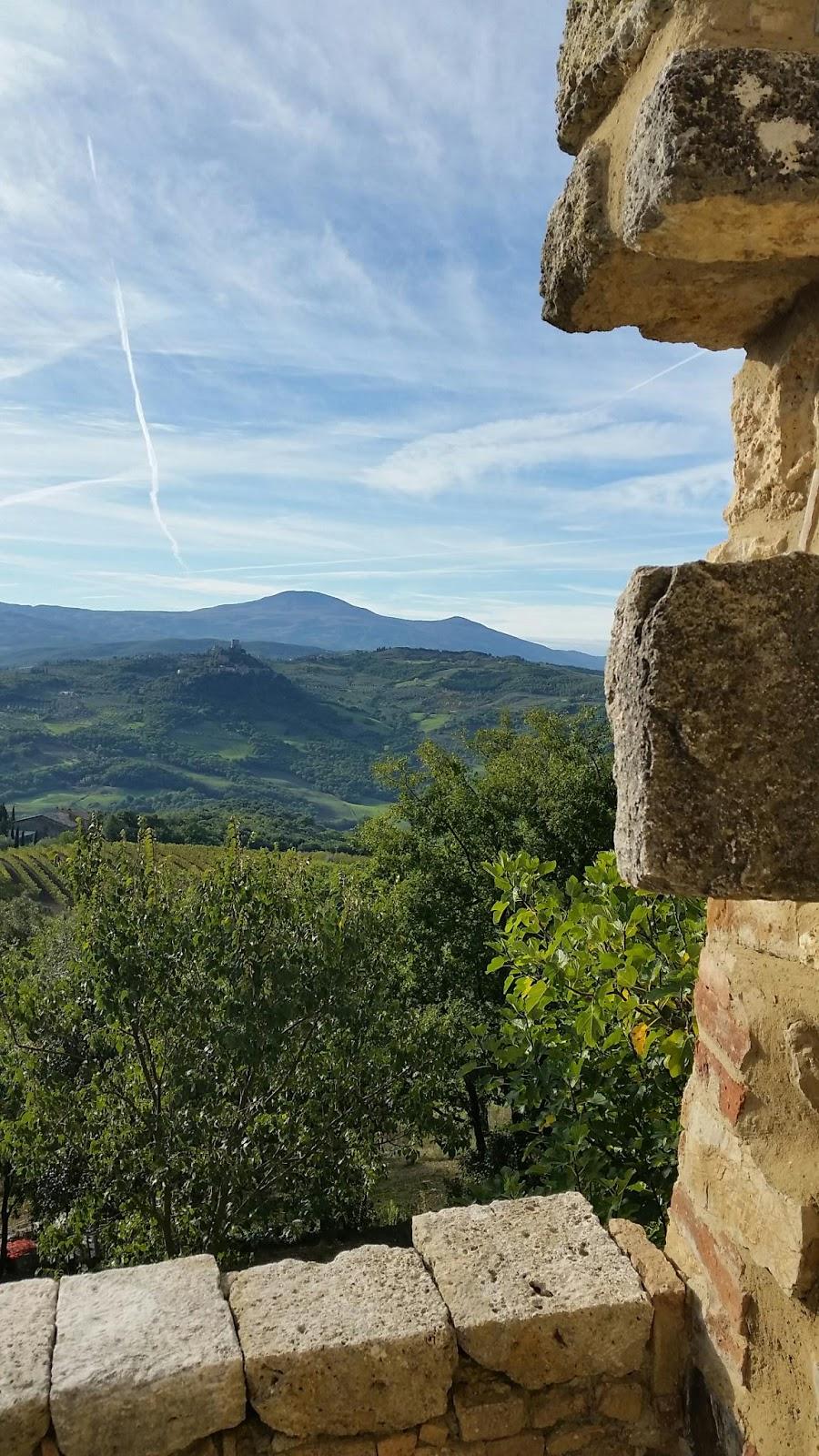 Joanne's long walks: Day 22: San Quirico d'Orcia - Gallina : bagno vignoni agriturismo : Design